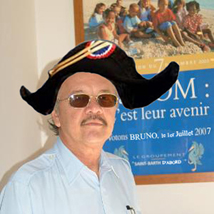 Bruno Magras, porteur de chapeau (photo de campagne référendum 2003, revue et corrigée à la sauce élections 2007))